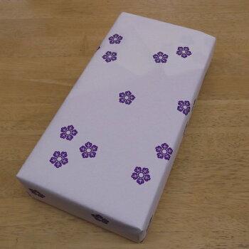 和紙の包装紙で包んでお届け。のし紙もかけられます。