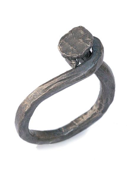 M.Cohen(エム・コーエン)hand-forged oxidized silver twisted nail ring [R-102101-OXI-OXI] ハンドフォージド オキシダイシルバー ツイストネイルリング / 指輪 アンティーク調 クギ 釘 錆 サビ 銀 925 ペア プレゼント ユニセックス メンズ レディース【送料無料】