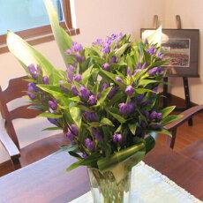 リンドウの花束を花瓶にいけました。