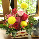 秋色ピンポンマムの手つきバスケット・アレンジ(赤バラ)