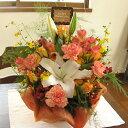 大輪ユリとカーネーションのプレートピック・アレンジメント(花かご):オレンジ系(クール便付き)