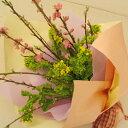 モモと菜の花のブーケ(花束)(お届け可能期間:2月16日〜3月3日)