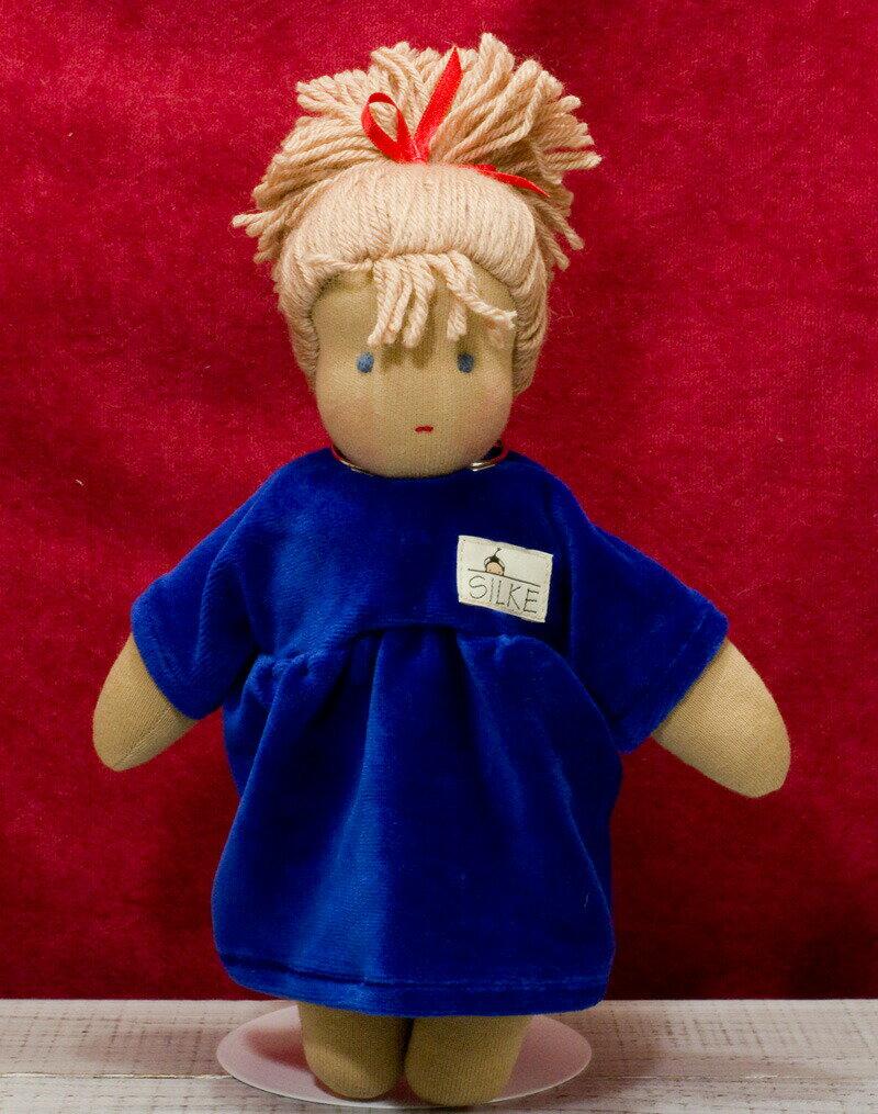 ジルケ人形(SILKE) ロッテ 青 (LOTTE, BLOND) 28cm KOSEN(ケーセン社)知育玩具 /クリスマス/プレゼント/リアル/動物/ギフト/子供/女の子/男の子/ぬいぐるみ