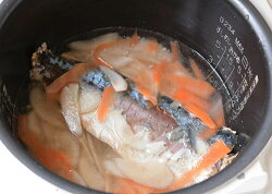 鯖の香り広がる人気の魚介系炊き込みご飯の素