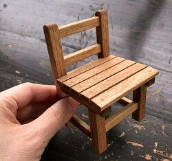 イーハトーブ岩手で昔使われていた学童いすをミニチュアに