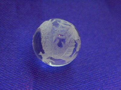 """《8ミリアップ》""""青龍を彫った水晶""""くっきり鮮明深彫り四神獣の両穴ビーズ《パワーストーン・天然石・粒売り・バラ売り・彫刻ビーズ・8mm》"""