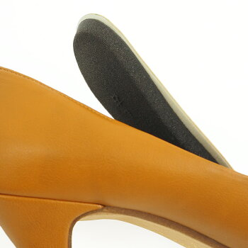 7cmmineヒューモフィットのインソール下には低反発クッションと踵を包み込むカップインソール仕込み、ヒールの高さを感じさせない設計