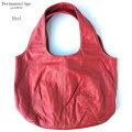 とってもオシャレな赤色バッグ