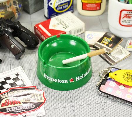ハイネケン(HEINEKEN)ノベルティ灰皿の使用例1