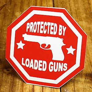 ステッカー 車 アメリカン おしゃれ バイク ヘルメット かっこいい ピストル 拳銃 カーステッカー PROTECTED BY LOADED GUNS 【メール便OK】_SC-004-GEN