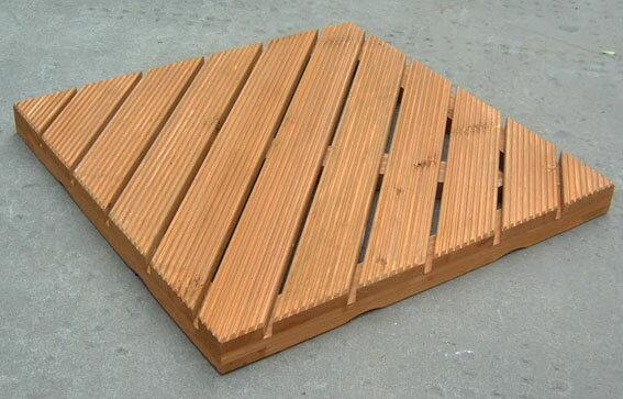 【訳あり商品】 リブ付ウッドタイル 450斜 溝付き / ウッドタイル 材料 人工木ウッドデッキ 樹脂ウッドデッキ 樹脂デッキ ウッドパネル【在庫処分】