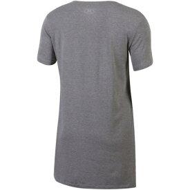 アンダーアーマー UNDER ARMOUR ミルウォーキー バックス レディース オーセンティック ブイネック Tシャツ 灰色 グレー グレイ レディースファッション トップス カットソー 【 Milwaukee Buck