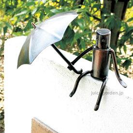 【門柱 装飾】【アクセサリー】 表札に健気に傘をさす門壁の飾り 「森の番人」 銅クラフトで作るユニークな人形【送料無料】   梅雨
