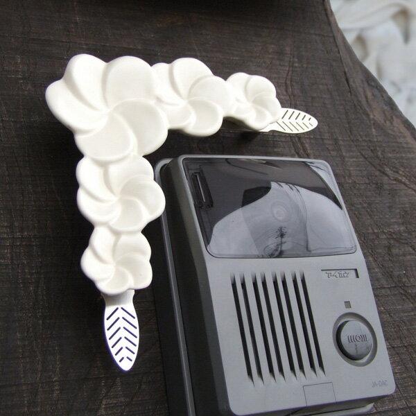 ジェンガラ インターホンフレーム 02 高級リゾート地バリのジェンガラ社。人気のプルメリアがインターホンの花飾りになりました! コーナー飾り、角飾りとしても○! 【送料無料】
