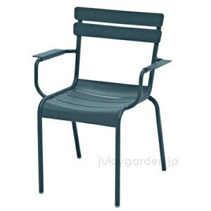【チェア】【イス】【椅子】 アルミ製で軽量快適なガーデンチェアFermob ルクセンブールアームチェア屋外対応! 【フェルモブ】【ファニチャー】【ガーデン】【庭】【送料無料】