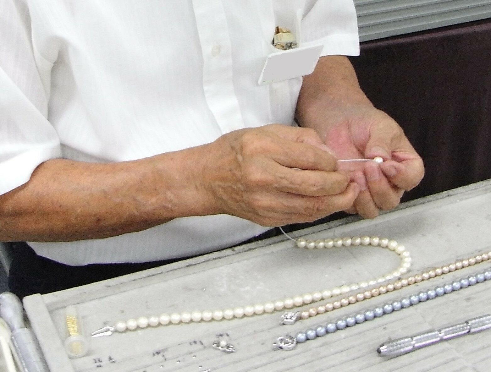 【最短即日発送】水晶ネックレス糸替え<三連ネックレス修理>黄水晶、紫水晶、スモーキークオーツ等パール(真珠)・水晶・琥珀・その他の糸替えも承ります!