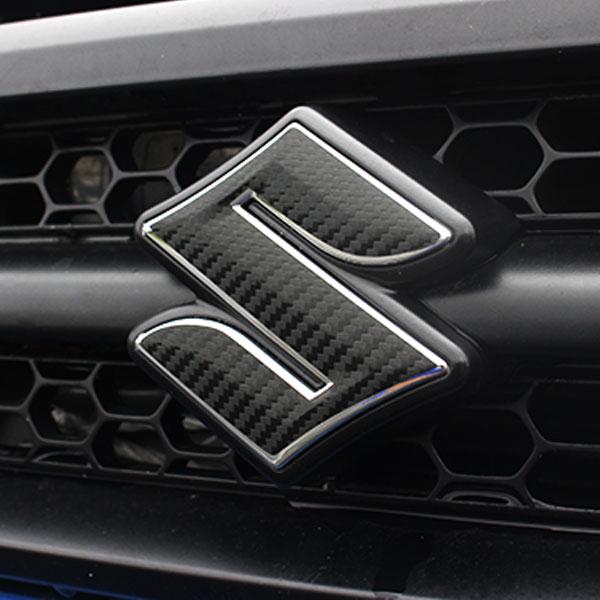 大特価 35%OFF ジムニー インテリア カーボンシート フロントグリル用 スズキロゴマーク ステッカー JB23 5型以降