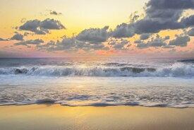 海 砂浜 ビーチ 波 空 雲 夕焼け 絶景 黄色 イエローの壁紙 輸入 カスタム壁紙 PHOTOWALL / Beautiful Sunset Over Sea (e321644) 貼ってはがせるフリース壁紙(不織布) 【海外取り寄せのため1カ月程度でお届け】 【代引き不可】