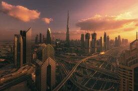 ドバイ 建物 ビル 道路 空 雲 夕焼け ピンク 紫 パープルの壁紙 輸入 カスタム壁紙 PHOTOWALL / Dubai Sunset (e327062) 貼ってはがせるフリース壁紙(不織布) 【海外取り寄せのため1カ月程度でお届け】 【代引き不可】