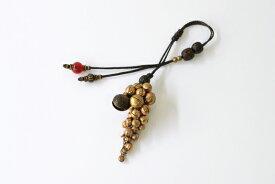 Minakusi かごチャーム(虎の顔の鈴、アカ族の真鍮ボタン、ネパール仏教の数珠玉、真鍮鈴等使用)(約)全長18cm※かごバッグは付きません。