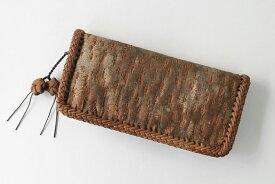 d9f39957923c さくら長財布(一枚皮使用/原皮/内側本革)※ふちは国産やまぶどう皮を使用しています (約)幅22×高さ10.5×マチ3.5cm (約)重さ220g  内装=札入れ×2・ファスナー式小銭 ...
