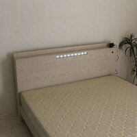 LEDライト付きダブルベッドフレームのみダブルコンセント付USB端子用アダプタ付き棚付き木目3Dエンボス強化シート選べる2色ブラウンホワイトシンプル北欧モダン木製送料無料