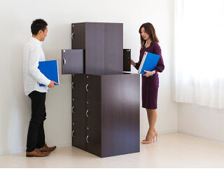 鍵付き収納ボックスA4サイズ対応5段ボックス扉付きカギ付き収納ボックス扉に鍵を設けた幅40cmのキャビネット本やA4ファイル雑誌も収納できる鍵付きカラーボックス事務所の書類の保管個人の私物ロッカーにも予備キー付きで安心ブラウンと人気のホワイト送料無料