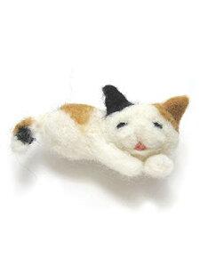 [Cherry] 羊毛フェルト おやすみ ネコちゃん 三毛猫 ブローチ A910