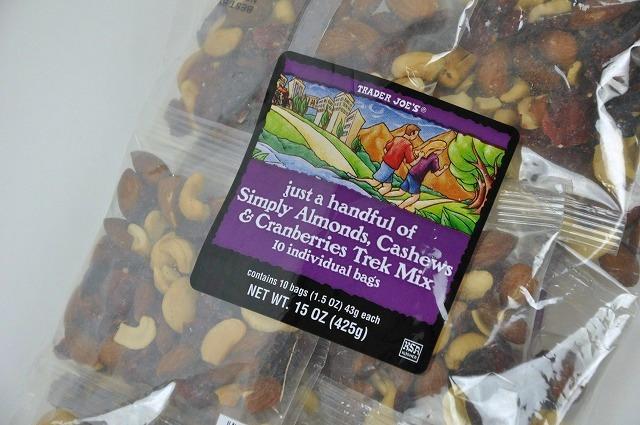 Trader Joe's 【トレーダージョーズ トレックミックス(アーモンド、カシューナッツ、クランベリー) 10袋】just a handful of simply almonds, cashews,cranberries Trek Mix