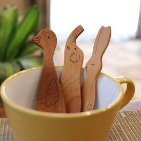 木の食育グッズ とってもかわいい動物のおやつスプーン 選べる2本セット 木のフォーク カトラリー 木製 【メール便発送】