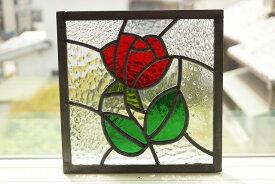ステンドグラス パネル 住宅用 赤いバラ 8種のクリアガラスの背景 18cm×18cm 【ステンド 室内窓 壁埋め込み スクエア 小窓 花 明かり採り】