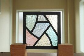 ステンドグラス パネル 住宅用 カーブとストレート 淡い色の組み合わせ 12cm×12cm 【ステンド 室内窓 壁埋め込み パステルカラー 小窓 明かり採り】