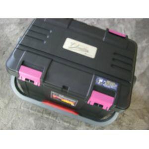 NEW(リングスター) 大型工具箱 ドカット D-5000 オリジナルカラー 本体マットブラック/ 蓋ブラック/ピンクバックル 中皿が小さくなりました。