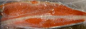 送料無料 紅鮭半身 約800g前後 紅サケ 塩鮭 塩サケ さけ 鮭 紅鮭 ベニサケ お取り寄せ グルメ 漁港 ギフト アメリカ産 国内加工