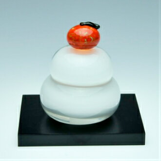 A glassworker handicraft with round mirror-shaped rice-cake (white) small box <glass studio CRAFTHOUSE>. Round mirror-shaped rice-cake of the glass of the small size