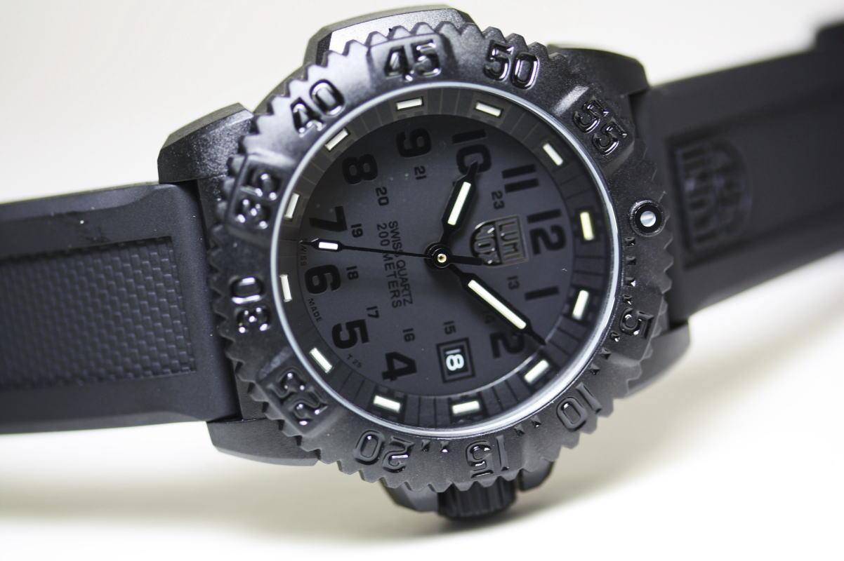 真っ黒で統一!限定スイス製LUMINOX【ルミノックス】U.S.Navy SEALs【ネイビーシールズ】ブラックアウト!ダイブウォッチ200m防水/腕時計