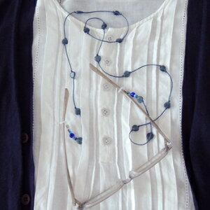メガネチェーン おしゃれ ネックレスのようなプチハートコード ネイビー ブルー BL グラスコード レディース ビーズ 眼鏡 ギフト