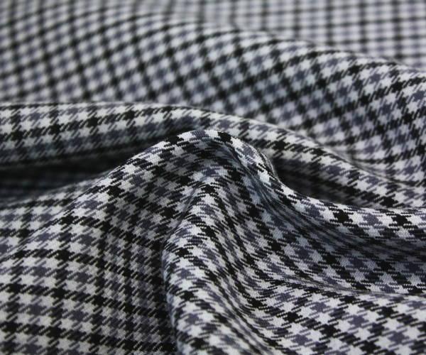 ウール50%ポリエステル50%先染めガンクラブチェック 綾織り 薄グレー地にグレー&黒のチェック 生地幅150cm 防縮加工 布 生地 布地 服地 通販 チェック チェック柄 ウール ウール生地 w巾150cm