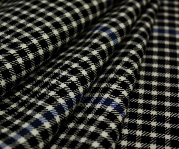 白黒チェックにブルーライン ウール100%綾織り先染め ジャケット、ポンチョ、ベスト、スカート、パ ンツ等に W巾150cm 防縮加工 布 生地 布地 服地 通販 ウール チェック ウール生地 チェック柄