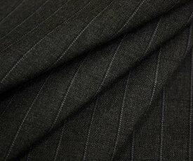 ウール ポリエステル混先染めダークグレー地に白 黒のピンストライプ(縦縞)サマーウール(平織り)生地 薄手。よく見たららうっすら黒の横縞も入ってる!防縮加工 W巾150cm 布 布地 服地 通販 ウール生地 日本製 50cm以上10cm単位カット
