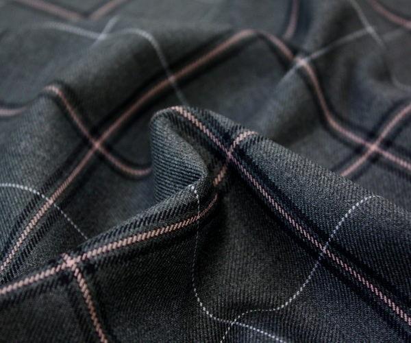 再入荷 ちょっと濃い目の杢グレー地に黒とピンクのチェックさらにオフホワイトラインが上品な日本製ウール ポリエステル混タータンチェック ツイル生地(中厚) W巾150cm 50cm以上10cm単位カット