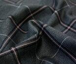 国産上質ウール/ポリエステル先染めタータンチェック♪綾織り♪ちょっと濃い目の杢グレー生地に黒とピンクのチェックさらにオフホワイトのライン♪生地幅150cm