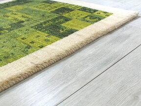 ギャッベシラーズ・カシュカイ族の手織り・アマレバフ・玄関マットサイズ89x59cmナチュラルアイボリー・グリーンパズルのようなタイルデザイン動物と植物