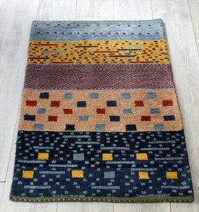 ギャッベシラーズ・カシュカイ族の手織り・アマレバフ・玄関マットサイズ88x61cmカラフルボーダーストライプスクエア