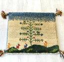 ギャッベ イランの手織りじゅうたん スタンダードな織り40×43cm座布団サイズ アイボリー 生命の樹のある風景