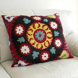 ウズベキスタンオ-ルドスザンニ/suzani/華やかなシルク手刺繍のクッションカバ-53x61cmブラック&イエロ-大輪の花・4つのチュ-リップ