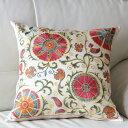 ウズベキスタンスザンニ/suzani/華やかなシルク手刺繍のクッションカバー49×49cmベージュ・4つの大きな花の刺繍