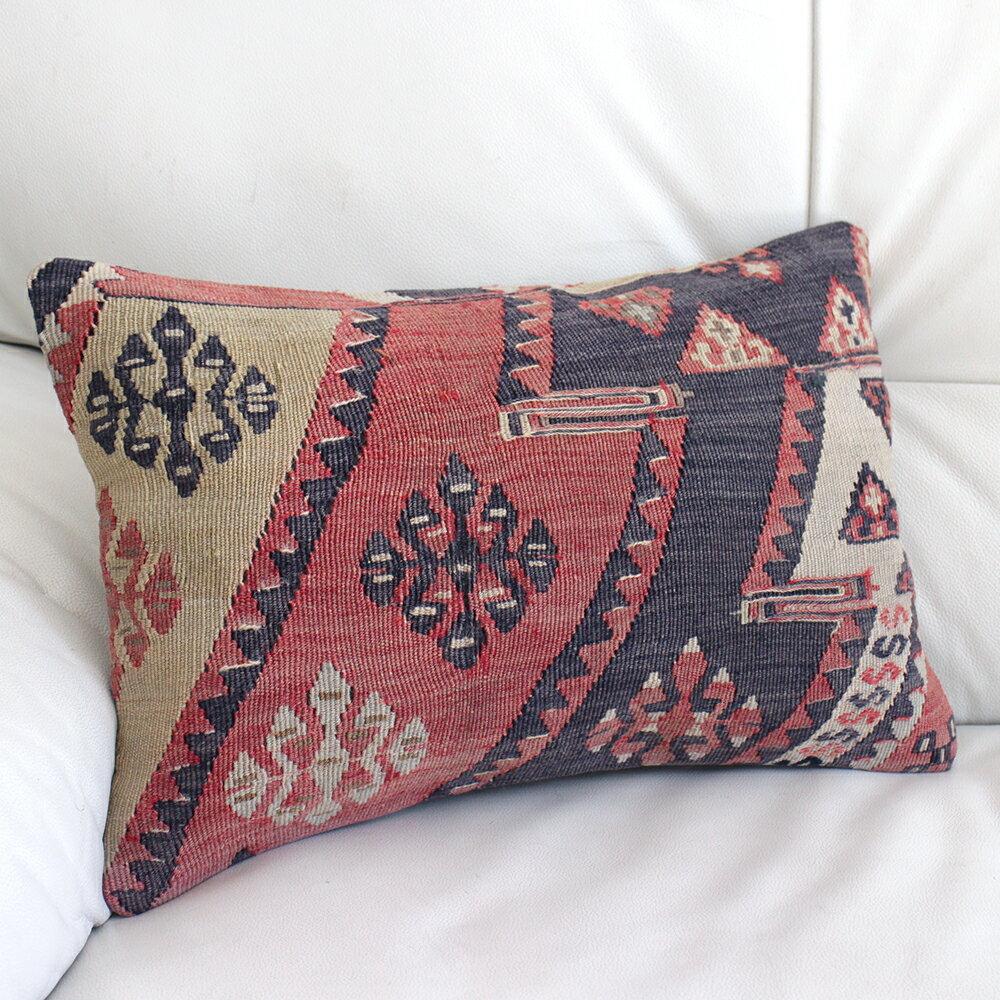 オールドキリムクッション【中綿付】長方形・枕型・ミニサイズ45×30cmブラック&レッド・サソリのモチーフ