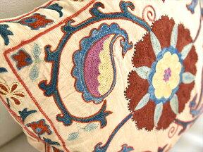 シルク手刺繍のクッションカバー/ウズベキスタンスザンニ/suzani/華やかな花模様