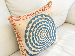シルク手刺繍のクッションカバー/ウズベキスタンスザンニ/suzani/華やかな渦巻き模様